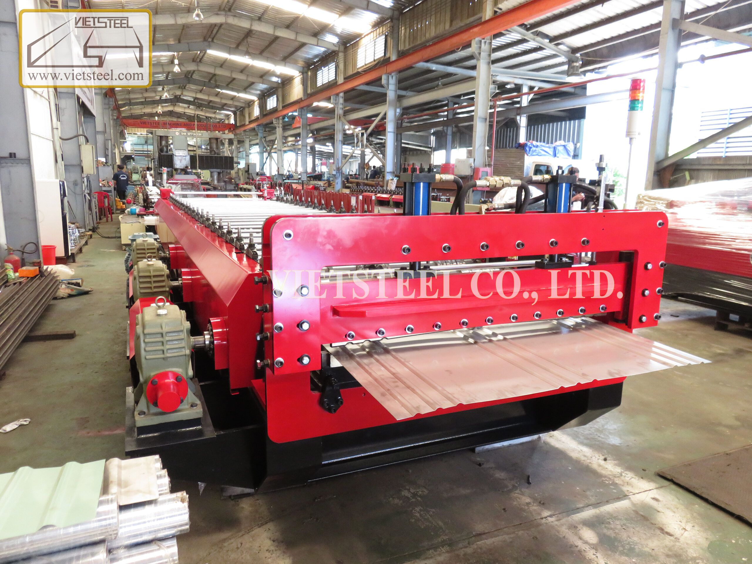 Truck wall Roll forming machine
